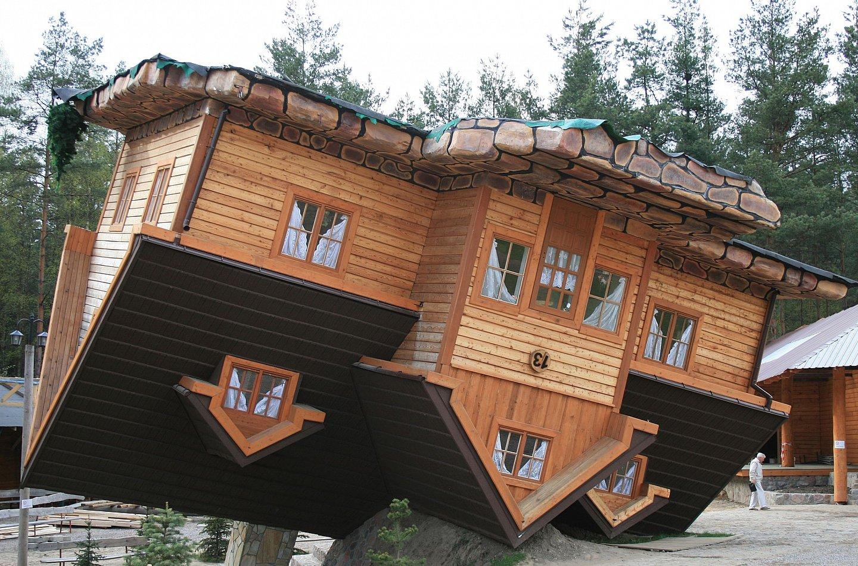 Odwrócony domek w Szymbarku / źródło: Centrum Edukacji i Promocji Regionu