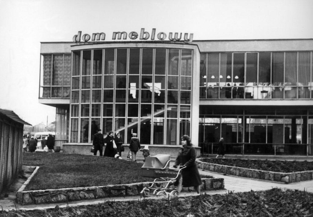Dom Meblowy od strony Targu Węglowego, zbudowany w 1961 roku według projektu Lecha Kadłubowskiego, obecnie budynek LOT, źródło http://www.skyscrapercity.com
